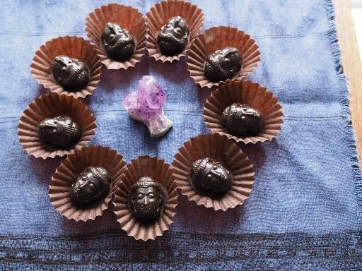仏陀フェイスのローチョコレート