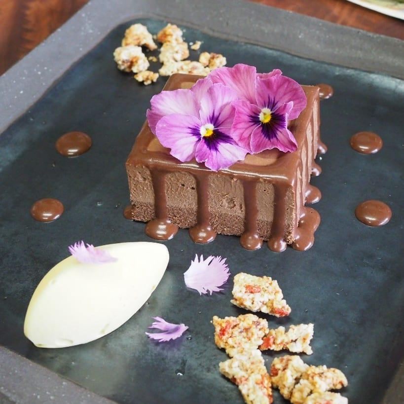 日本の伝統工芸品を彩るローケーキ