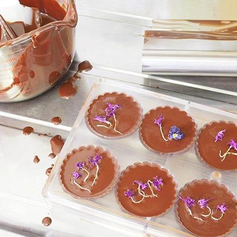 ビーガンのお菓子は味気ない?ローチョコレートはカカオ選びや作り方次第で市販のチョコよりずっと美味しくなります。