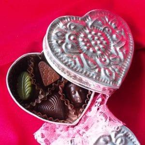 バリ島のギフトボックスを使用したバレンタインデーギフト