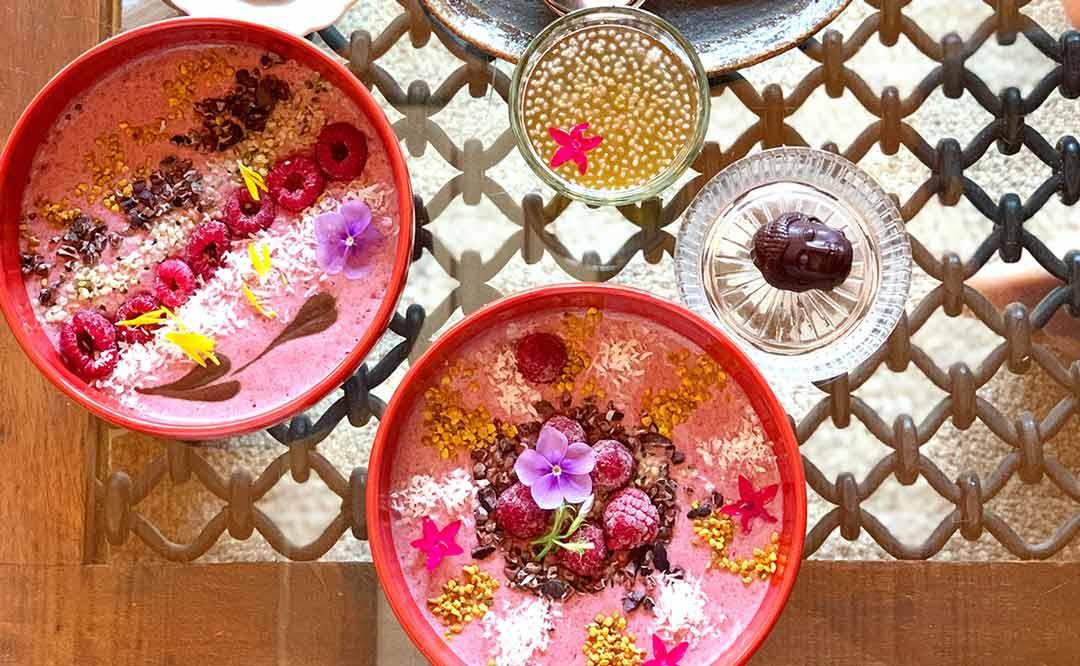 スムージーボウルの食べられる指定文化財のカフェ