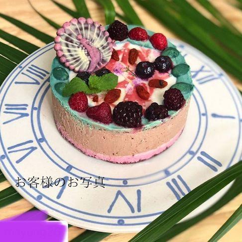カラフルなローチョコレートケーキ
