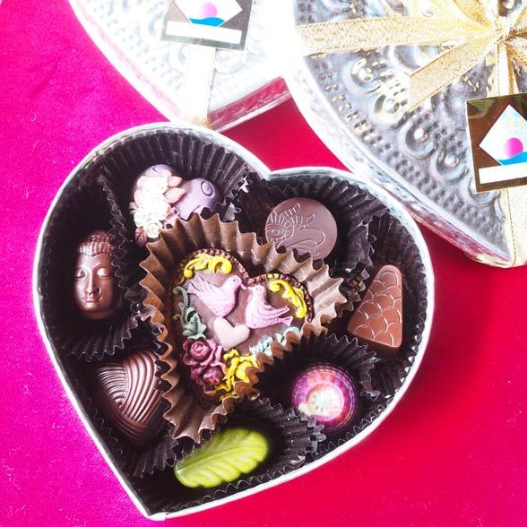 カラフルなローチョコレートはナチュラル