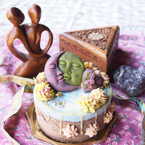 オーガニックカカオを使用したカラフルチョコレートケーキ