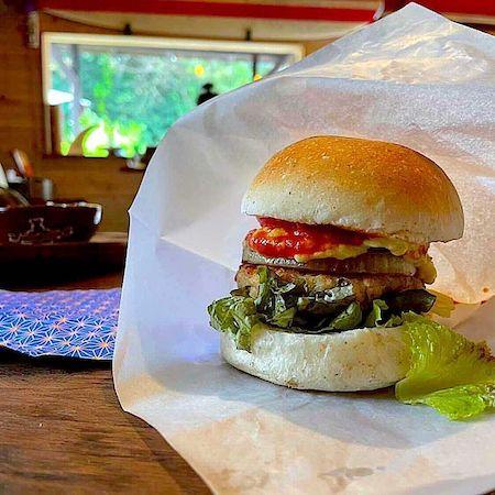 ビーガンお昼ごはんは滋賀県彦根のヴィーガンカフェにてハンバーガー